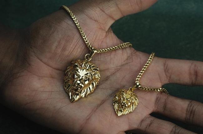 Arany lánc medállal, avagy az idei nyaklánc trendek